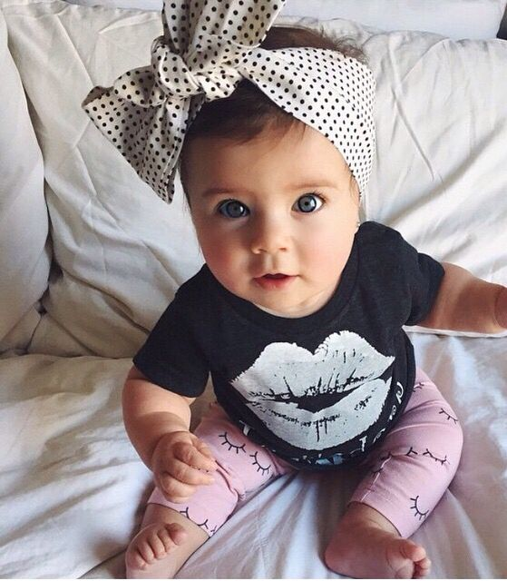 baby with bow